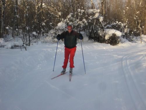 Ray Niemi skiing the SISU Course into town